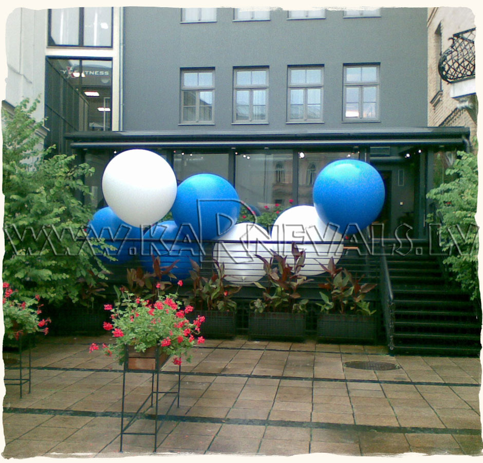 Planeta sushi grand opening balloon decoration outdoor for Balloon decoration business